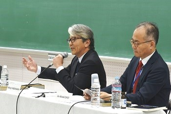 Messrs. Yabunaka, Choi Jinwook Choi (former Director, Korea Institute for National Unification; Visiting Scholar, Ritsumeikan University Institute of International Relations and Area Studies)