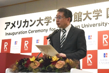 Professor Akihiko Kimijima, Dean of the College of International Relations, Ritsumeikan University gives a speech