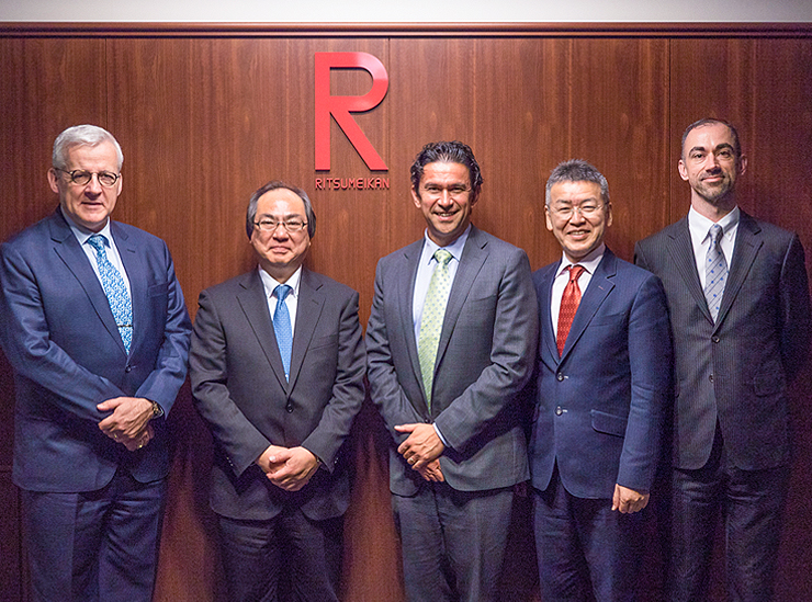 The delegation from The Australian National University discuss the new Global Liberal Arts course, to be established April 2019, with the Vice President of Ritsumeikan University and Professor Kanayama