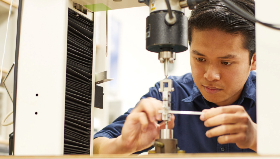 Using Skills learned in Japan to make Malaysia an Automobile Superpower - Azrul concentrates on machine tooling